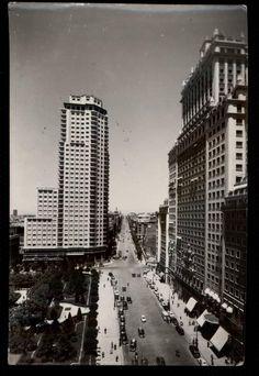 1955, plaza de españa (y calle de la princesa), recién terminada... Madrid