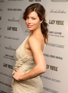 Jessica Biel Loose Ponytail - Jessica's soft, brown waves are pulled back in a loose ponytail and her bangs are side-parted and left to frame her face. This style combined with natural makeup looks fresh and pretty with this nude ensemble.