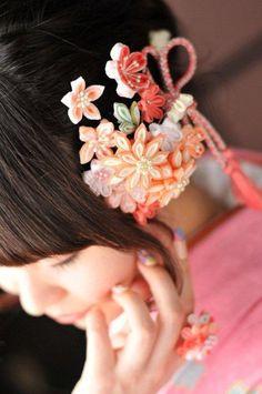 つまみ細工 剣菊の応用で作る物の画像   つまみ細工 花ちりめん