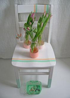 <p>Pour raviver un meuble ancien, la peinture n'est pas la seule alternative. Le Masking Tape peut aussi faire son effet à condition qu'il soit bien utilisé : par petites touches, et...