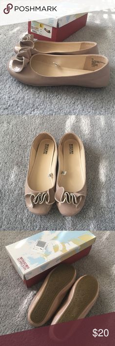Mossimo Supply Co. Odell flats BRAND NEW IN BOX! Very pretty blush flats. Goes great with anything. Needs a home. ❤️ Mossimo Supply Co. Shoes Flats & Loafers