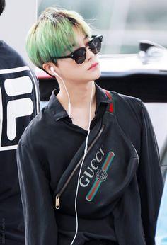 Jinhwan with green head 💚💚 Chanwoo Ikon, Kim Hanbin, Korean Celebrities, Celebs, Ikon Leader, Ikon Kpop, Ikon Debut, Ikon Wallpaper, Kim Jin