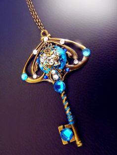 'Elven path' Antiqued Bronze steampunk skeleton key