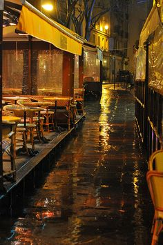 Empty terrasses in Paris under cold rains Seen in the street in Paris, France. Rainy Night, Rainy Days, Night Rain, Rainy Weather, The Places Youll Go, Places To Go, Cold Rain, I Love Rain, Parisian Cafe