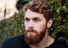 Different Types of Beards - Best Beard Styles and Ideas, Cool Facial Hair Shapes and Designs Bart Trend, Haircut Parts, Haircut Style, Side Haircut, Diy Beard Oil, Patchy Beard, Best Beard Styles, Beard Look, Messy Hair
