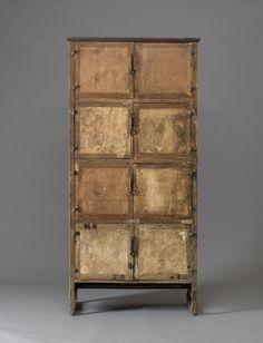 사층지장 四層紙欌/마이아트옥션  LOT. 240 12th myart auction 2014.03.13 17:00  高 169, 44.5x79.6 나무에 종이장식 추정 KRW 80,000,000-120,000,000 낙찰 KRW 80,000,000 Asian Furniture, Art Furniture, Vintage Furniture, Furniture Design, Bookshelf Design, Sideboard Cabinet, Korean Traditional, Classical Art, Armoire