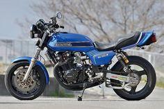 プロが造るカスタムバイク「ホンダ CB750F」のカスタムバイクの記事です。バイクのアレコレを知り尽くしたプロショップのカスタムバイクを公開! アナタの参考になる技術が満載です!バイクブロスマガジンズでは、バイク初心者から、バイクを乗りこなしているベテランのライダーまで、バイクライフを充実させるための情報をウェブでも配信中!,オンロード・バイクの総合レビュー・サイト、Moto-Ride(モト・ライド)。