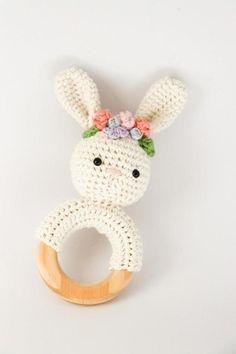 Crochet bunny teether pattern with flower crown // PDF pattern only // Crochet rabbit rattle // Cotton nursery toy // Floral crown pattern – Artesanías de palos – Flower Crochet Crown, Crochet Diy, Crochet Amigurumi, Crochet Basics, Amigurumi Doll, Crochet Baby Toys, Crochet Animals, Crochet Ideas, Crochet Bunny Pattern
