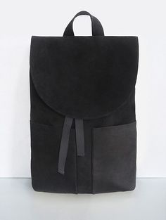 Mum & Co is a small family run fashion brand, designing exquisite and heartwarming handmade leather goods. Recently established, Mum & Co produce a range of minimalist backpacks and cases, each using natural leather, for that touchy-feely vibe, which suits this brand so very well.
