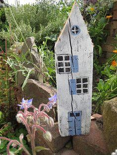 Ideas and Inspirations: Holzhäuser Dekoration basteln * Sweden homes Wooden Crafts, Diy And Crafts, Sweden House, Diy Fence, Diy Décoration, Driftwood Art, Miniature Houses, House In The Woods, Yard Art