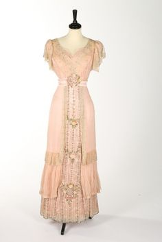 Evening dress ca. 1910 from Kerry Taylor Auctions.