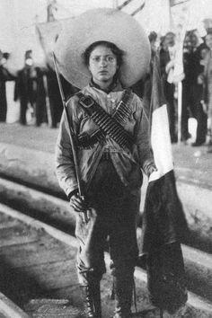 Las tropas constitucionalistas, formadas por campesinos y gentes del pueblo, derrotaron al Ejército federal por todo el territorio nacional: Villa ocupó Chihuahua y Durango con la División del Norte; Obregón venció en Sonora, Sinaloa y Jalisco con el Cuerpo de Ejército del Noroeste; y Estados Unidos, tomando partido por los oponentes a Huerta, hizo desembarcar su infantería de Marina en Veracruz el 21 de abril de 1914