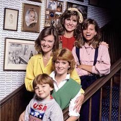 Kate & Allie Stills. Kate & Allie TV Show Set Images Childhood Tv Shows, My Childhood Memories, Best Memories, 1980s Childhood, Throwback Thursday Outfits, Kate & Allie, Old Shows, Comedy Tv, 80s Kids