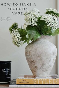 How to make a found pottery vase out of a glass vase. Diy Painted Vases, Spray Paint Vases, Pottery Painting, Pottery Vase, Diy Painting, Painting Vases, Antique Pottery, Vintage Vases, Antique Vases