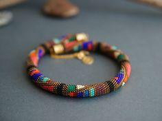Hey, ho trovato questa fantastica inserzione di Etsy su http://www.etsy.com/it/listing/174368671/beaded-necklace-bronze-turquoise-red