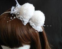 Tiara de Pompons Brancos