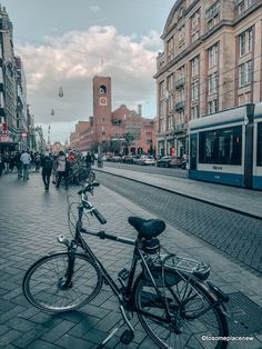 A 2 day Amsterdam itinerary with sightseeing and travel tips, and a quick day trip to the countryside. Find out how we spend 2 days in Amsterdam itinerary. 2 Days In Amsterdam, Amsterdam Map, Amsterdam Itinerary, Visit Amsterdam, Walking Routes, Small Group Tours, Short Trip, Best Cities, Day Trip