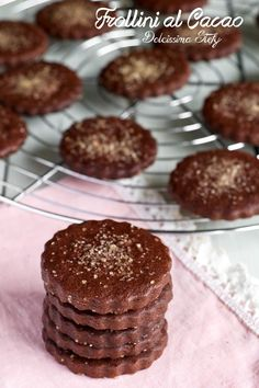 Frollini al Cacao Biscotti Biscuits, Cupcake Cakes, Muffin, Dessert, Cookies, Breakfast, Recipes, Food, Crack Crackers