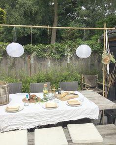 208 vind-ik-leuks, 35 reacties - Sandra (@miss.hop) op Instagram: 'Late lunch omdat ik mijn eigen versie van de tafelklem af wilde hebben. Gewoon met bamboestokken en…'
