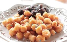 Pignolata calabrese - Ricetta per preparare la pignolata calabrese, un dolce tipico della regione Calabria, molto amato dai bambini