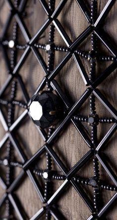 Yves Saint Laurent - Pull 'Filet de Perles' et Eventail Géant de Plumes Roses - Zizi Jeanmaire -'Mon Truc en Plumes' - Casino de Paris - 1970