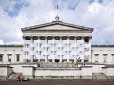 bâtiment central de University of College de Londres comme un tissage géant. woven nicolas feldmeyer