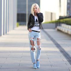 Get this look: http://lb.nu/look/8094030  More looks by MERI WILD  ♥: http://lb.nu/meriland  Items in this look:  Adidas Top   #minimal #sporty #street
