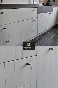 Prachtige witte landelijke keuken. Gemaakt van sloophout en met een verlaagde landelijke wastafel in het werkblad.#restylexl #landelijkekeuken #sloophout #keukens #keuken #oudhout #hout #houten