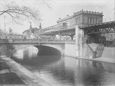 Landwehrkanal mit U-Bahnhof Hallesches Tor. Berlin, 1927. o.p.