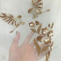#MuseLuxeStyle - Sampling stages of gold sparrows on sparkling gold daffodils…