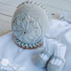 MODELO 1, algodón y manga corta, color azulón, con remate de pata de gallo al rededor a mano. MODELO 2, algodón, manga corta y colo... Baby Hats Knitting, Knitting For Kids, Vintage Knitting, Crochet For Kids, Crochet Baby, Knitted Hats, Knit Crochet, Baby Bonnets, Crochet Shoes