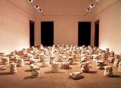 Alcover. Sin título, 2005. Hormigón, conjunto de 122 piezas