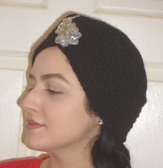 My daughter asked me to make her an old Hollywood-style turban like this one from Amazon , but I couldn't find a pattern, so I decided ... Old Hollywood Style, Hollywood Fashion, Free Crochet, Knit Crochet, Crochet Hats, Crochet Designs, Crochet Patterns, To My Daughter, Parfait