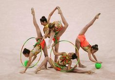 Rhythmic gymnastics group. Found this on the internet a while ago. Can't remember where. If this is your photo, please take credit. Poses, Flexy Girls, Gymnastics Pictures, Contortion, Dance Photos, Acro, Rhythmic Gymnastics, Olympic Games, Leotards