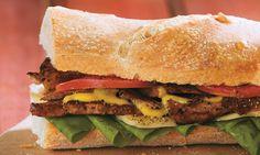 Sándwich de lomo frío de res a la pimienta