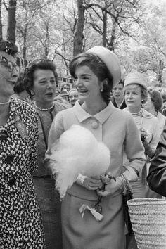 Bildresultat för 60 talet jackie kennedy paris mössa