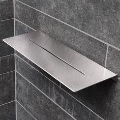 Ablage in der Dusche und Bordüre aus Mosaik in Holzoptik