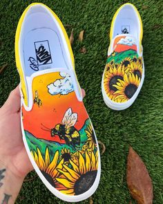 🌻 🐝 ________________________________________ freehand painted Vans Source by shoes Painted Canvas Shoes, Custom Painted Shoes, Painted Vans, Painted Sneakers, Hand Painted Shoes, Painted Clothes, Sneakers Mode, Sneakers Fashion, Vans Sneakers