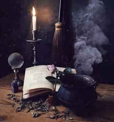 Witch Decor, Witch Art, Images Esthétiques, Witch Aesthetic, Practical Magic, Foto Art, Samhain, Book Of Shadows, Occult