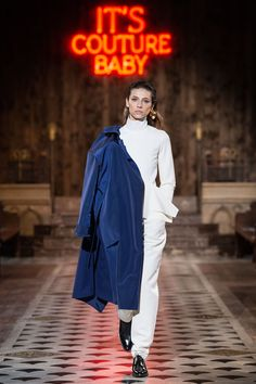 The complete Maison Rabih Kayrouz Fall 2018 Ready-to-Wear fashion show now on Vogue Runway. Spring Summer 2018, Fall 2018, Maison Rabih Kayrouz, Autumn Fashion 2018, Paris Fashion, Baby Couture, Fashion Belts, Vogue Russia, High End Fashion