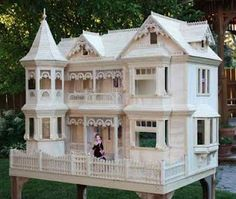 Victorian Barbie Doll House I don't have this one, but I do have one that was just as big! This is beautiful! Victorian Barbie Doll House I don't have this one, but I do have one that was just as big! This is beautiful! Victorian Dolls, Victorian Dollhouse, Diy Dollhouse, Dollhouse Miniatures, Modern Dollhouse, Victorian House, Miniature Furniture, Dollhouse Furniture, Furniture Plans