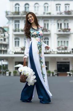 obsessed with traditional vietnamese dresses ao dai                                                                                                                                                     Mehr