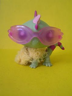 This is a very cute little pet shop LPS lizard and I love it's outfit!