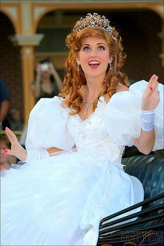 Disney Character Cosplay Giselle :) totally would love to wear this humongous dress haha - Walt Disney, Disney Love, Disney Magic, Disney Pixar, Disney Fairies, Cosplay Disney, Disney Costumes, Giselle Enchanted, Enchanted Movie