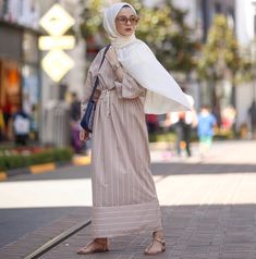 Source by The post appeared first on Fancy. Modern Hijab Fashion, Islamic Fashion, Abaya Fashion, Muslim Fashion, Modest Fashion, Fashion Outfits, Muslim Dress, Hijab Dress, Hijab Outfit