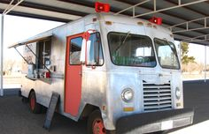 Still roll'n: classic lunch truck. Food Shark in Marfa TX Food Truck For Sale, Trucks For Sale, Best Food Trucks, Food Truck Design, Wood Fired Pizza, Vintage Vans, Food Trends, Daily Meals, Street Food