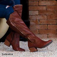 """Tanara Brasil atualizou seu status de relacionamento para """"totalmente apaixonada por essa bota"""". Ref. T0223"""