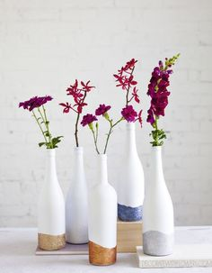 glitter dipped wine bottle vases - Decorate with Flowers (Wine Bottle) - DIY Home - Vase ideen Wine Bottle Centerpieces, Wine Bottle Vases, Empty Wine Bottles, Glass Bottle Crafts, Painted Wine Bottles, Diy Bottle, Wedding Centerpieces, Bottle Decorations, Painted Jars