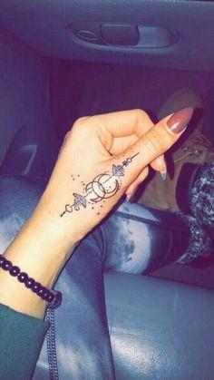 Beautiful finger tattoo @catalina.coralortega