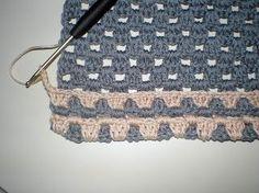 Deze heb ik … Today I have a nice crochet pattern of pot holders for you. Diy Crochet, Crochet Crafts, Crochet Hooks, Crochet Blanket Patterns, Crochet Stitches, Stitch Patterns, Knifty Knitter, Knitting, Crochet Potholders